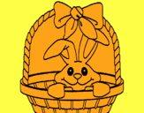 Petit lapin dans un panier