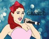 Ariana Grande chantant
